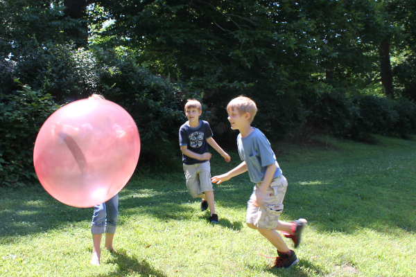kids playing with wubble ball