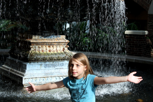 Gaylord Opryland Hotel fountain and kid