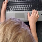 10 Learning Websites for Kids - kid using computer